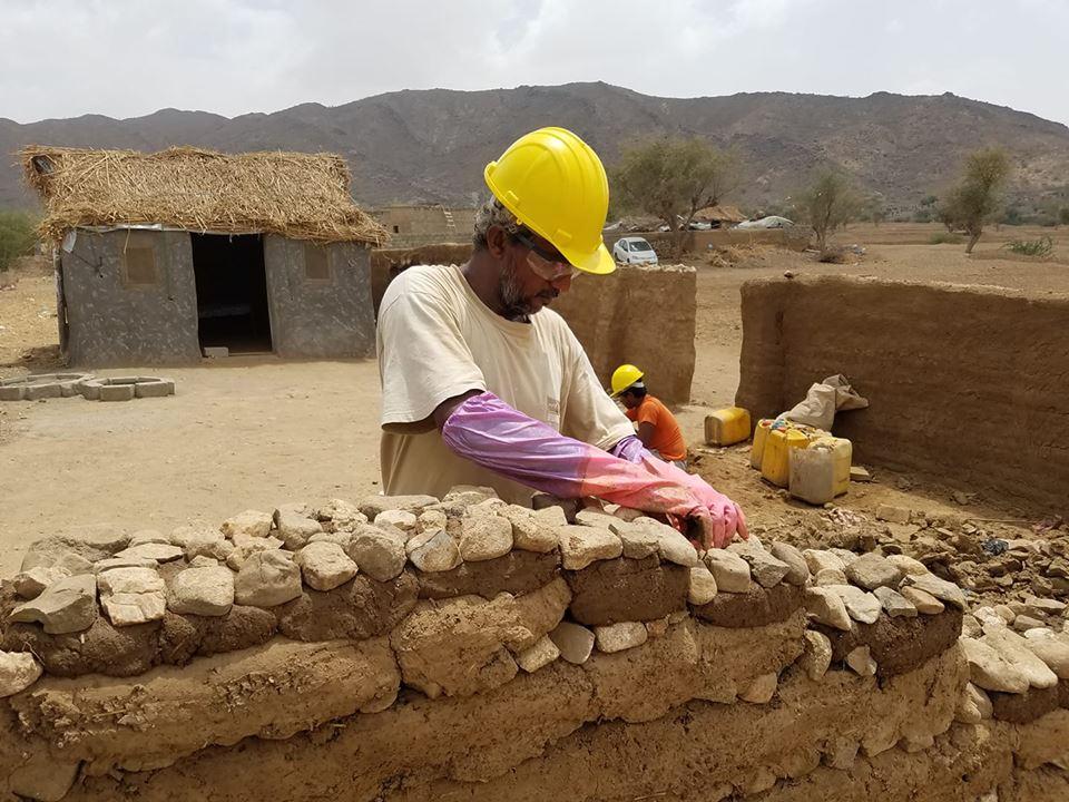 أحمد يبني بيتاً بعد خمس سنوات نزوح
