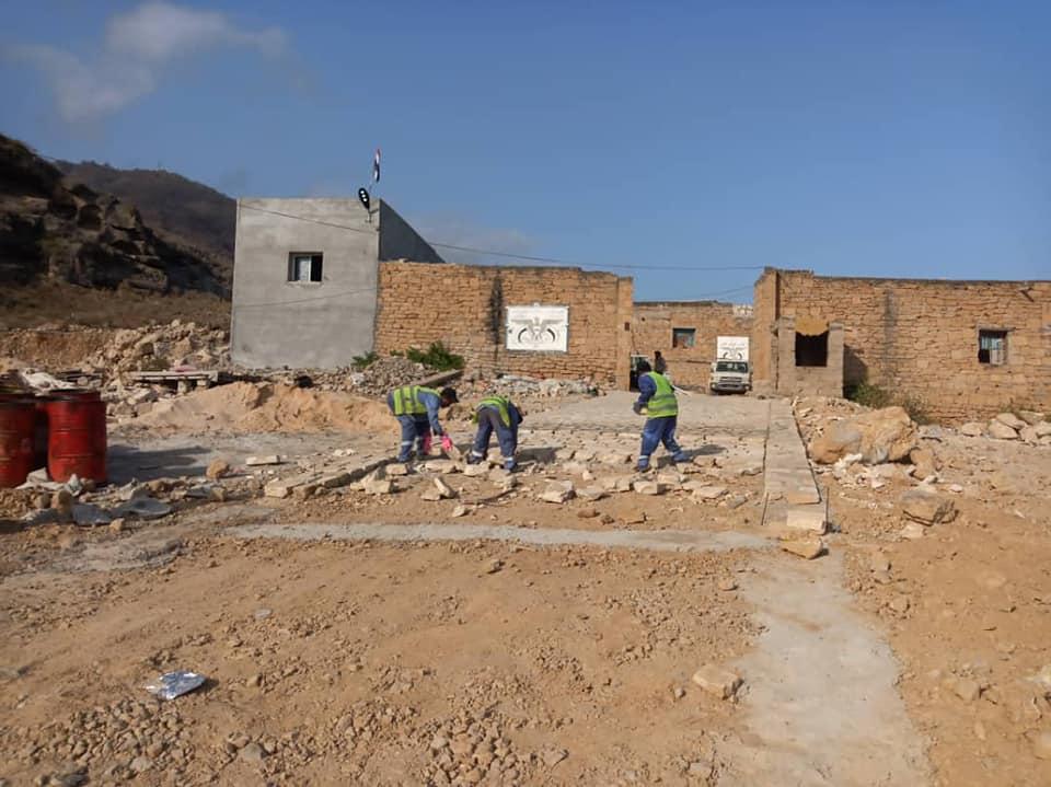 استمرار العمل في رصف أحياء مدينة جاذب بالمهرة